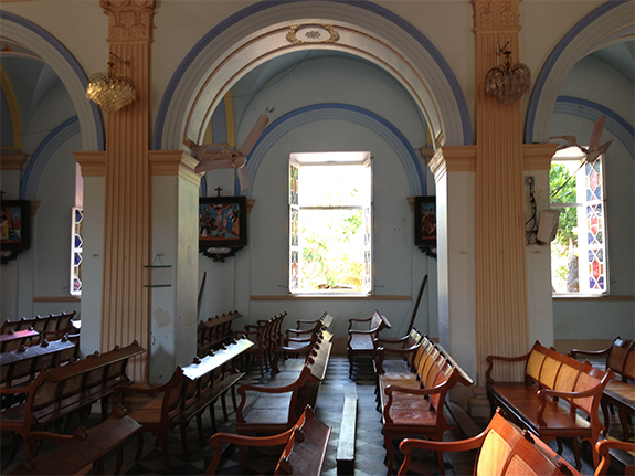 Eglise à Pondicherry, avec vu sur la mer de l'autre coté